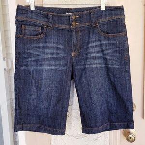 14 women CABI denim shorts capri blue jean
